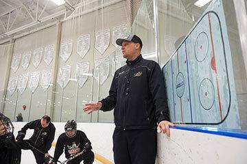 tyler-deis-coahing-hockey-tanbridge-academy